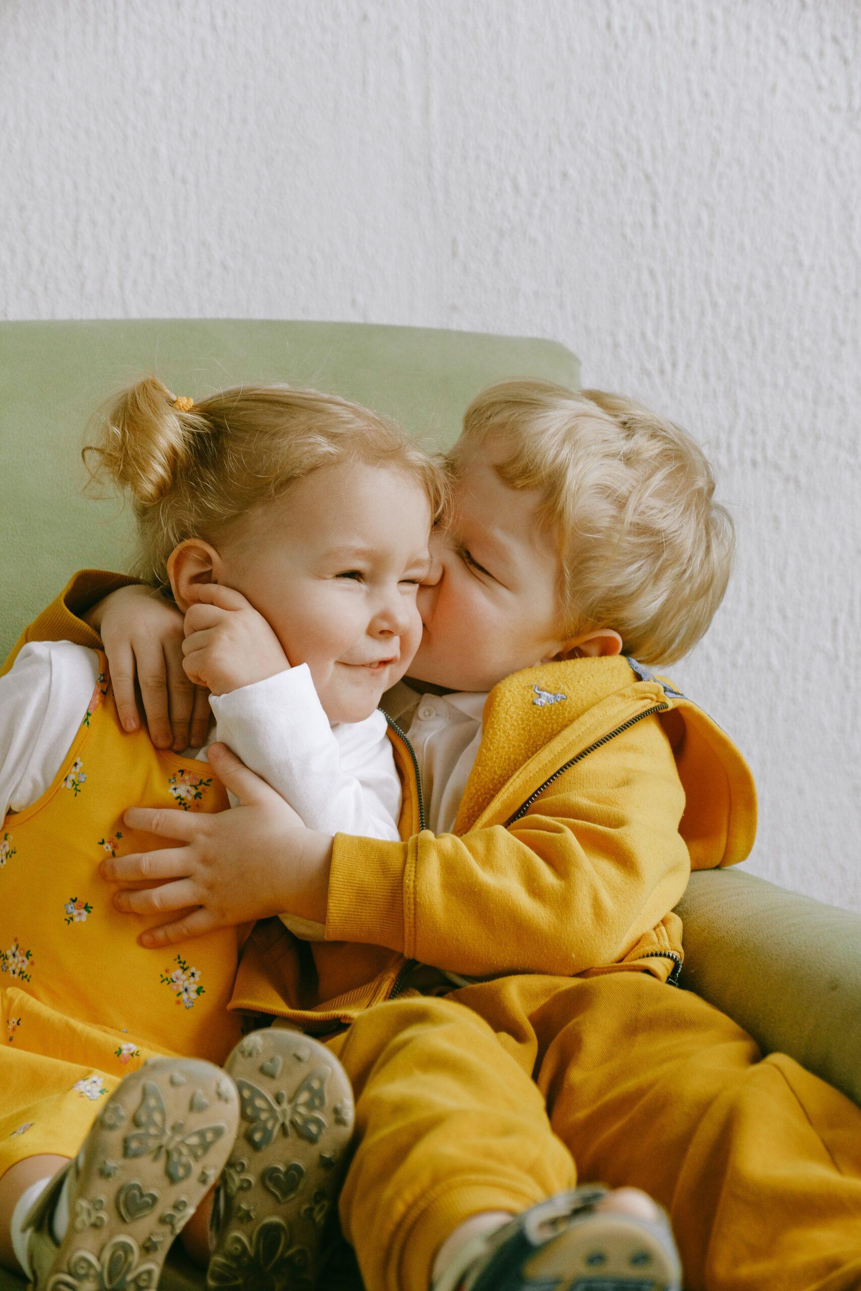 hermanos besándose 9 odcast Encuentro Matrimonial